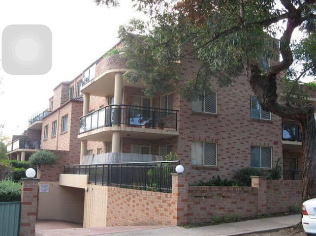 Friendly House - Riverwood - Apartemen