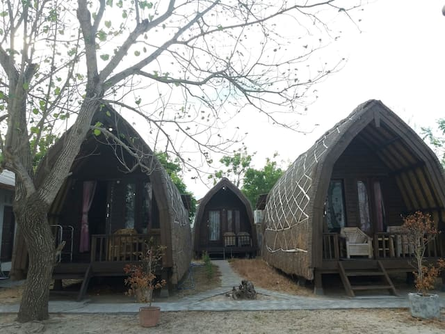 Stunning Beachfront Bungalows by Lombok Ventures