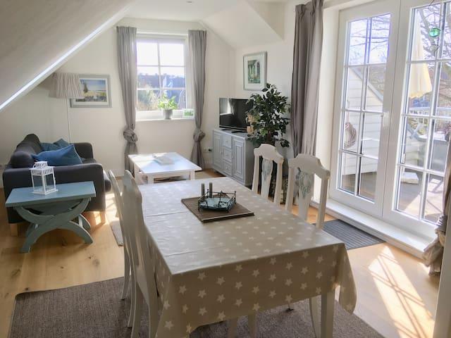 Sonnige Wohnung mit Balkon + PP / Kiel-Kronshagen
