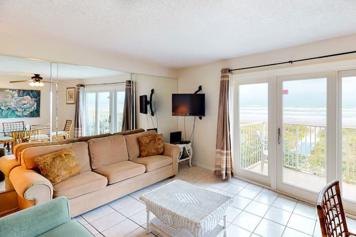 Waterfront & beach view condo w/ shared pool & direct beach access