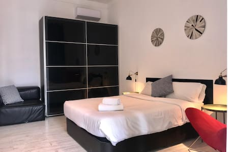 Luxury@Rambla: bedroom + livingroom for four
