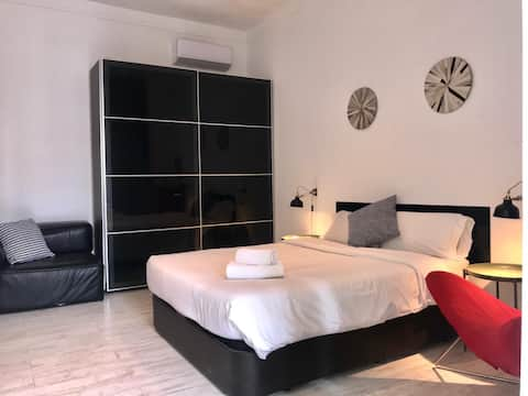 Luxury@Rambla: bedroom + livingroom for four
