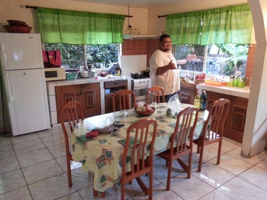 Grand espace cuisine/salle à manger