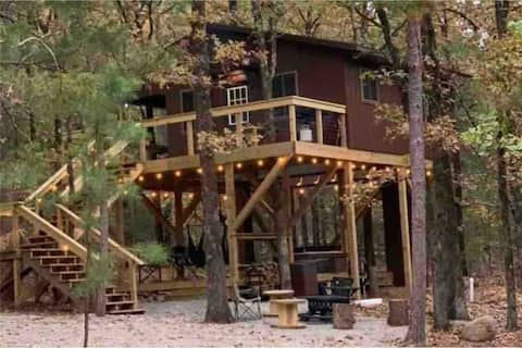 Big Cedar Wilderness Cabin Luxurious Treehouse