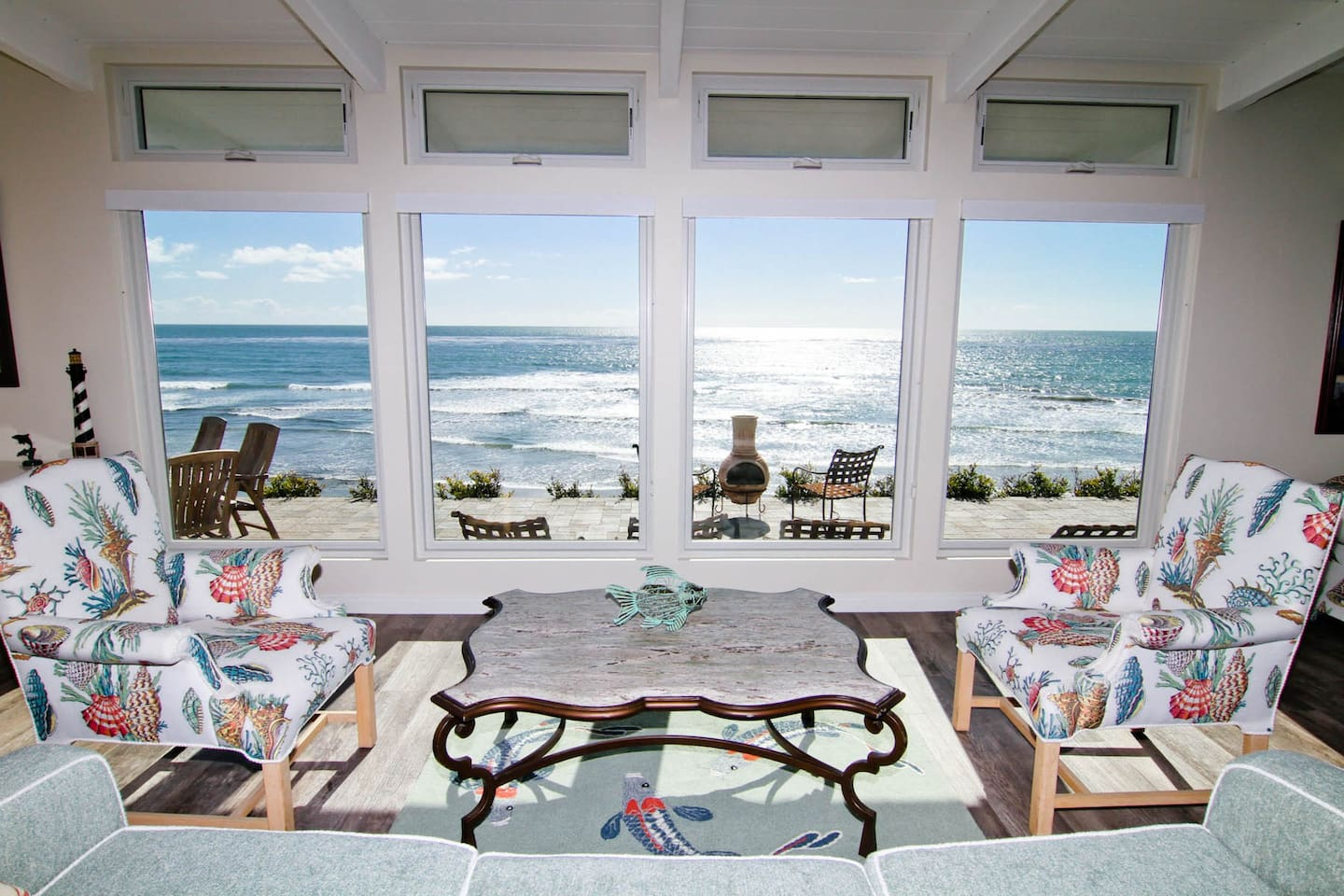 Large Windows Widen the View to the Vast Ocean