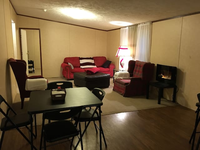 100%private room 5miles downtown-Furman-hospitals.