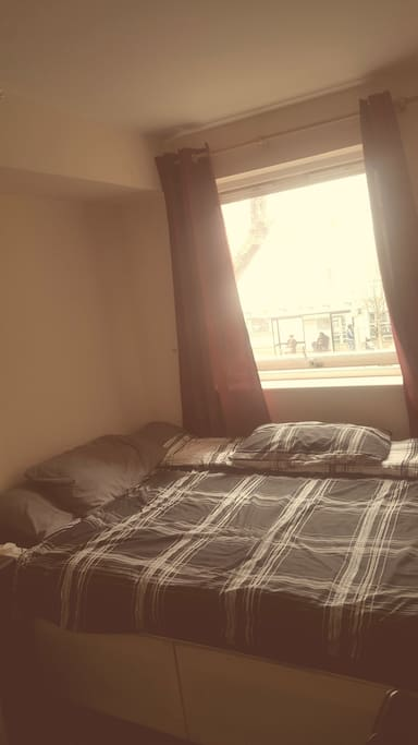 Private room - double bed with 4 pillows