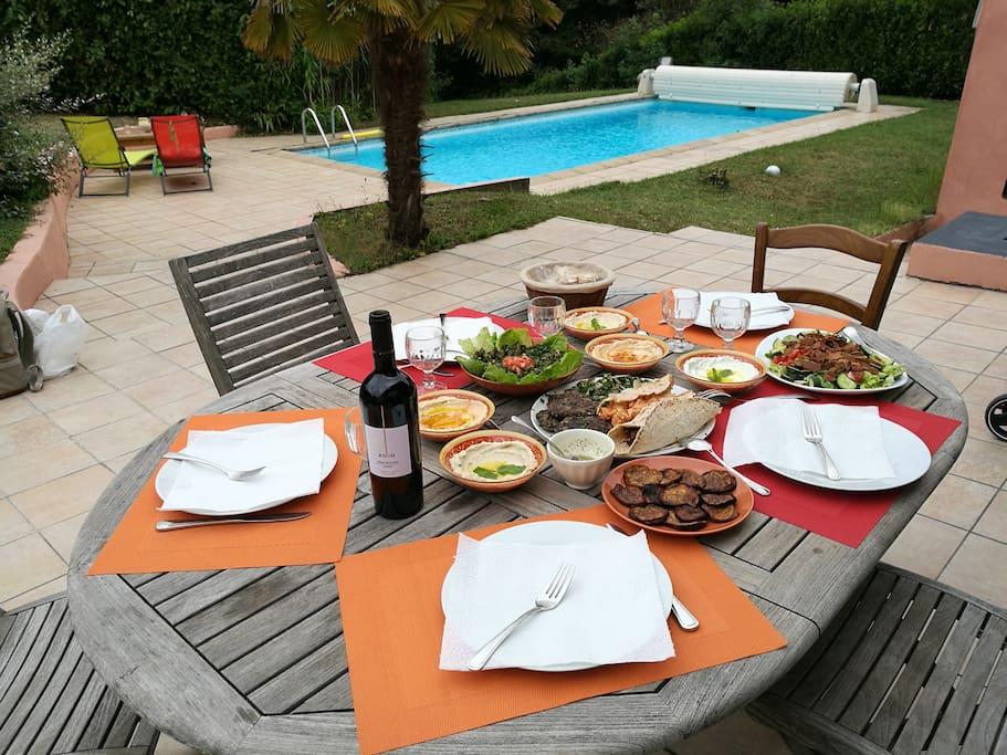 Suite parentale avec grande piscine et jardin houses for Piscine brignais