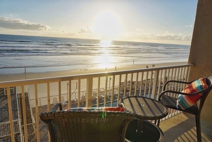 Amazing Ocean Front Studio in Daytona Beach!