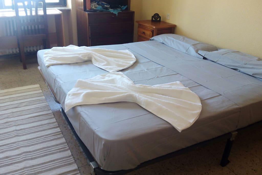 Habitaci n con dos camas c ntrica casa de hu spedes en - Habitacion con dos camas ...