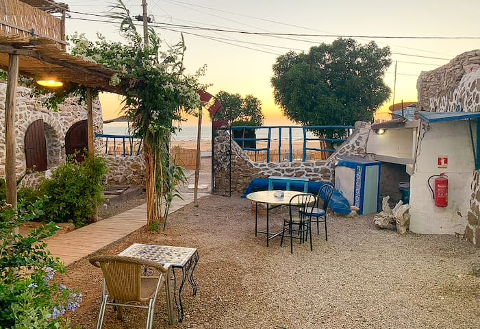 Achkid B&B - Front beach Hotel And Restaurant