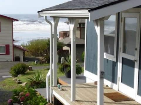 Sunset Beach Cottage - 2 bedrooms , sleeps 6 ppl