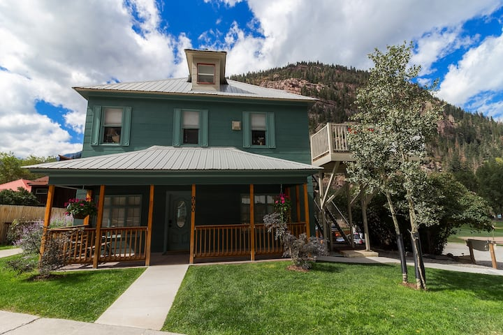 """Ouray Hot Springs Condo - """"Eagles Nest"""" - Pet Friendly"""