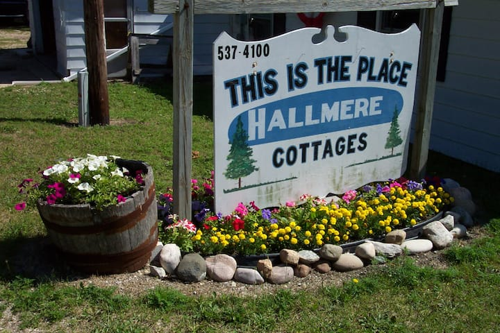 Hallmere Cottage / Number 3