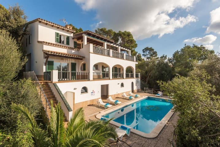 Fantastic Holiday Home with Sea View, Wi-Fi, Pool, Terrace and Loggia