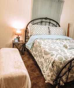 Private Queen bed in Portales