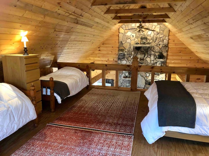 Rustic Off-Grid Forest Cabin - Independence Lodge