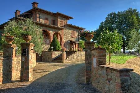 La Croce, Villa di Dario. - Croce