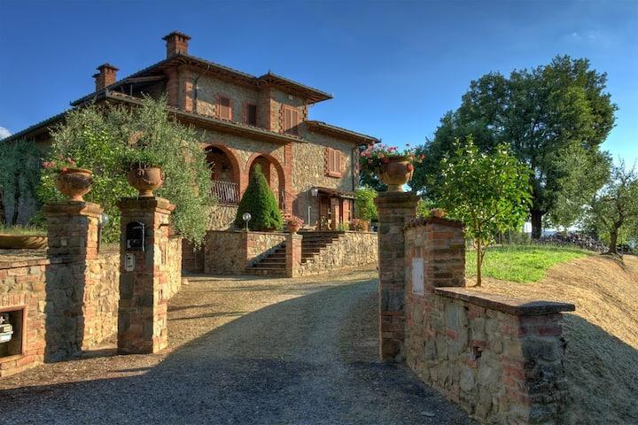 La Croce, Villa di Dario.