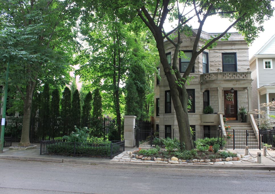 Charming 1 Bedroom Lincoln Park Depaul Apartment Apartments For Rent In Chicago Illinois