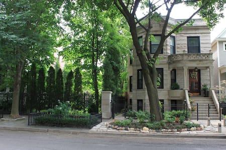 Charming 1 Bedroom Lincoln Park/DePaul Apartment - 시카고