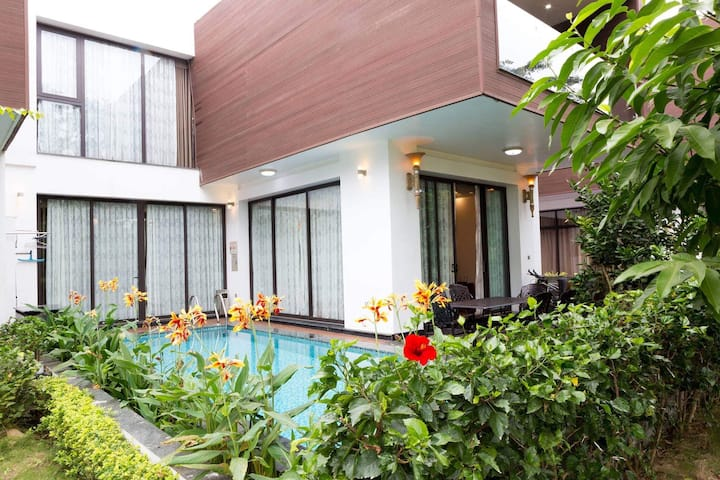 Stunning HQ villa  5Beds/ outdoor BBQ, family, CBT