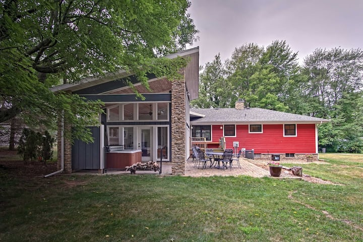 House in New Buffalo w/ Hot Tub & Large Yard!