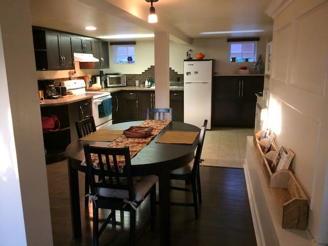 Cozy Apartment perfect for those hitting the slope - North Vancouver