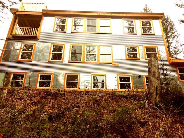 Ridgengroove East Burke Riverfront Rental