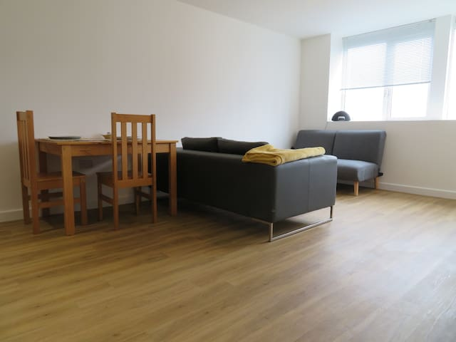 Cherrywood - Modern City Centre Apartment