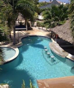 Sunny cottage at a kind resort with swimming pool! - Kralendijk