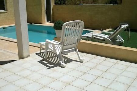Studio 35 m2 dans villa avec piscine proche mer - Martigues