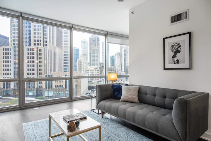 Central Streeterville 1BR w/ Gym, Pool, W/D near Mag Mile, by Blueground