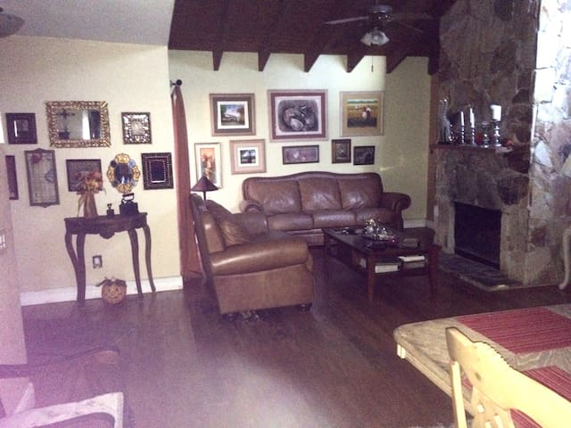 Private room in lovely family home - Miami - Bed & Breakfast