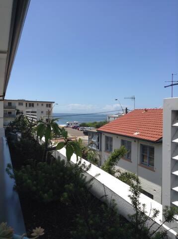 Beachside Modern Apartment - Collaroy - Appartement