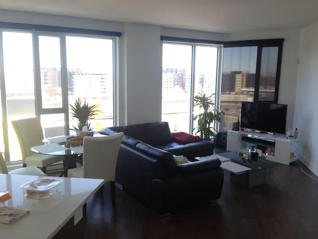 New 2016 condo! 1 bedroom + private bathroom! - Montréal - Apartment
