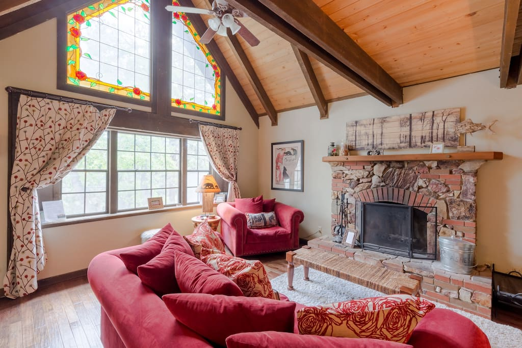 Wood burning fireplace with Satellite TV and Fast Cable Wi-Fi 100mpbs