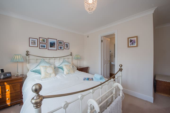 """Luxury Boutique Ensuite B&B in Private Parkland"" - Corsham - Bed & Breakfast"