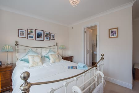 """Luxury Boutique Ensuite B&B in Private Parkland"" - B&B"