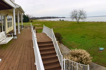 Large Rappahannock Riverfront Vacation Home - Water View - Ház