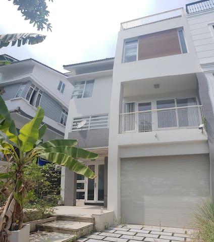 Rent the garden villa $ 1300 / month