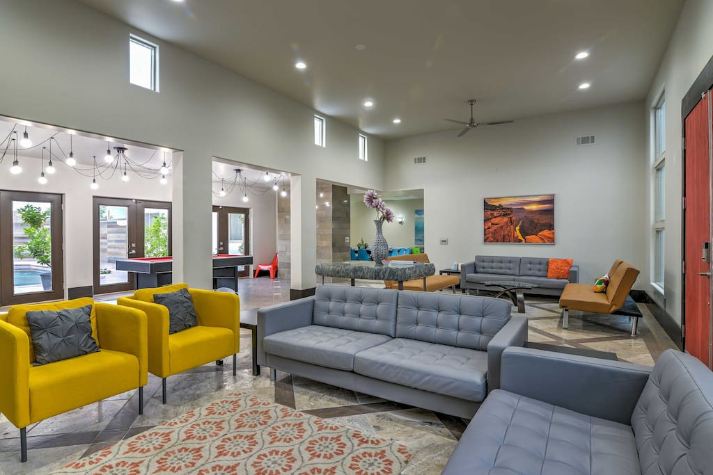 Marvel at the high ceilings in the living room with 5 couches and 2 armchairs.