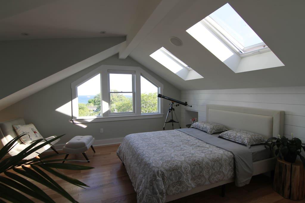 Top floor bedroom with Harbor View