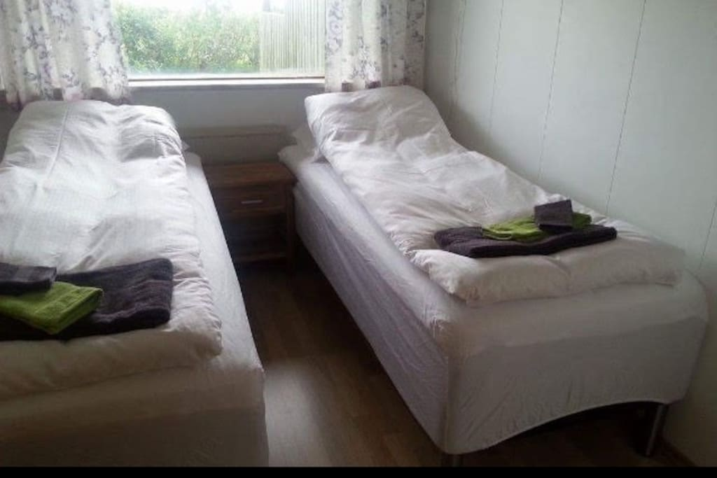 2 separated bed