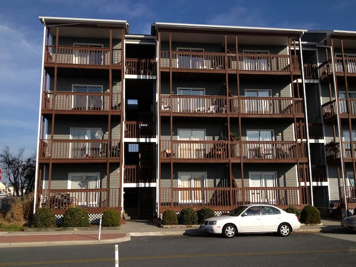 Breezy Point Townhouse--- Seniors Grads Welcome