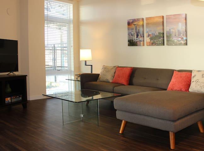 Stunning, Modern  UW & Eastlake 2BR