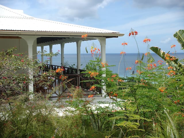Studio Cannelle vue panoramique à Deshaies - GP - Huoneisto