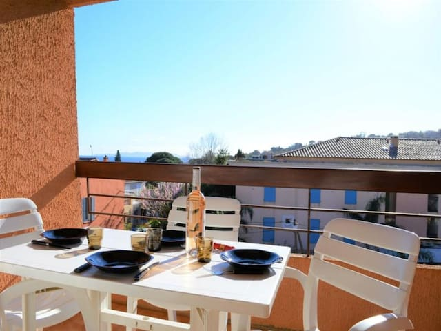Airbnb Plage Daiguebelle Vacation Rentals Places To
