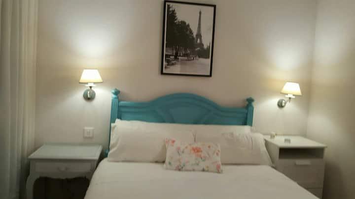 Acogedora habitación en Amara con baño privado