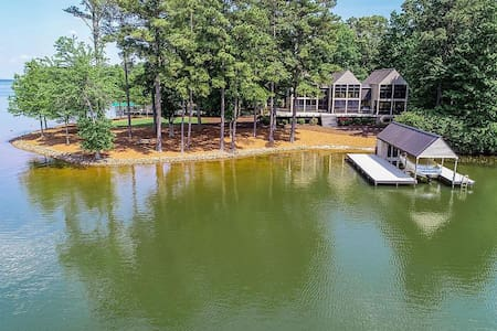 Waterfront paradise w/ large outdoor living area